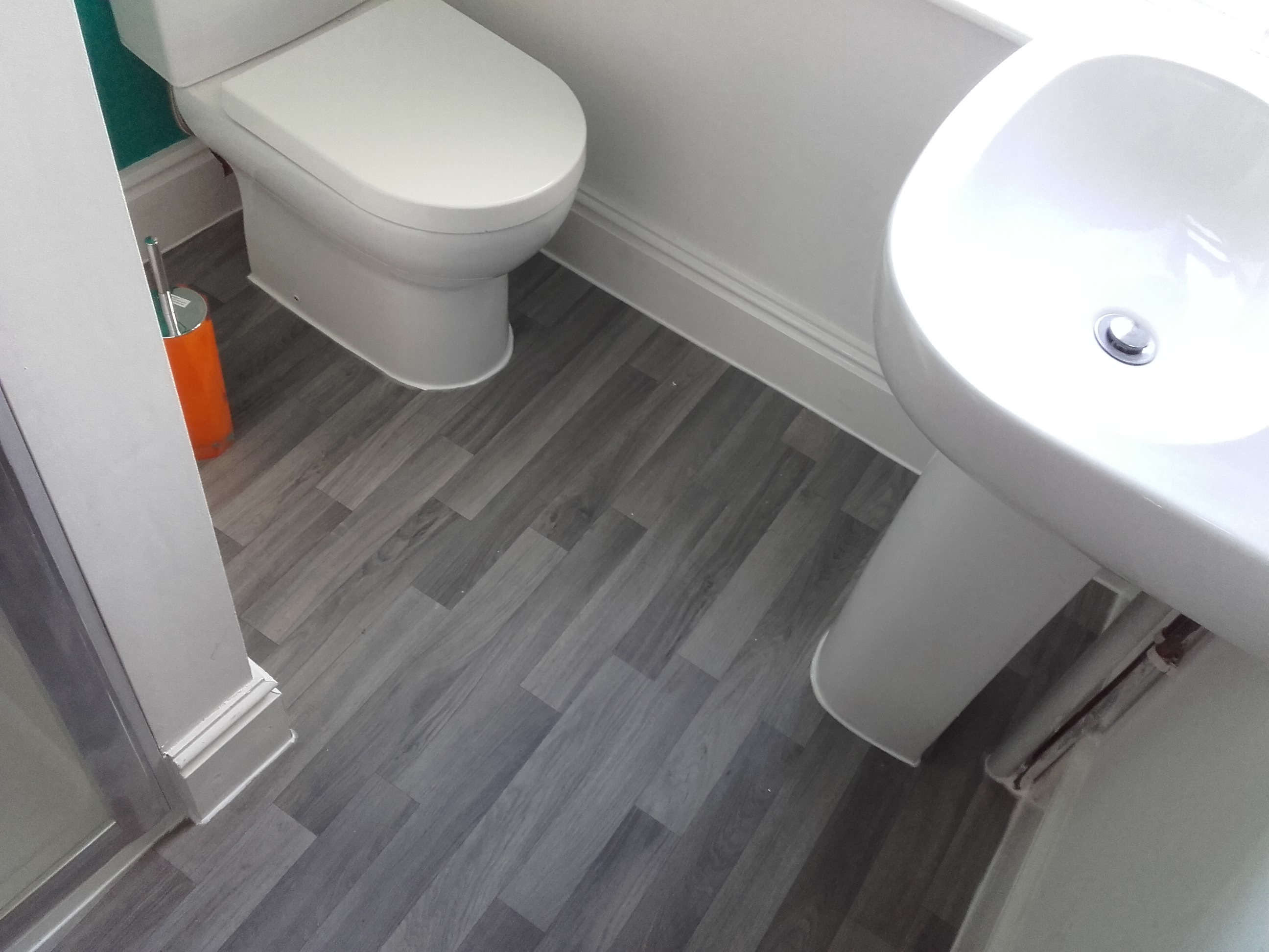 Goprohandyman vinyl bathroom flooring for Vinyl floor tiles in bathroom